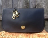 GENUINE COACH - Incredibly Practical and GORGEOUS Convertible Clutch - Supple Ink Black Leather - Detachable Strap Included - Excellent
