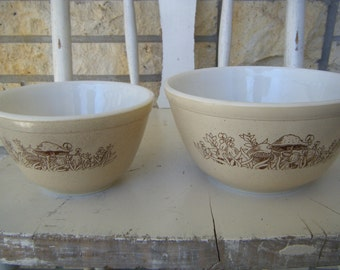 Pyrex Forest Fancies Nesting Bowls -  750 mL and 1.5 litre