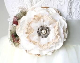 Wedding Dress Sash, Floral Bridal Belt, Fabric Flower Sash, Bridal Sash with Flower, Pearl Sash, Vintage Wedding, Garden Wedding Sash