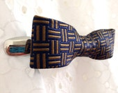 Silk Gold and Marine Bow Cinch Clip