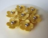 edible sugar mini flowers set of 35 gold