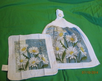 Knitted Top Hanging Kitchen Towel and Dishcloth  Gerber Daisy