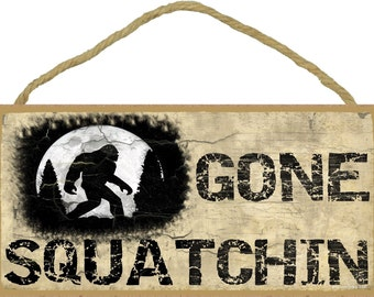 "Gone SQUATCHIN' Sasquatch Bigfoot SIGN 5"" x 10"" Tan Wall Plaque Man Cave Lodge Log Cabin Northwoods RusticDecor"