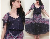 Vintage 1970s Floral Print Dress in Navy Blue / 70s Gauzy Summer Dress / Small
