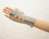 Knit Fingerless Mitts - Geometric triangle stripe pattern - Gray and Coral - NeekaKnits