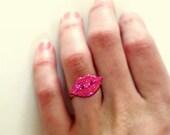 Glitter Lips Ring