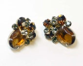 Vintage D & E Juliana Autumn Gold Rhinestone Clip on Earrings with Stacked Flower