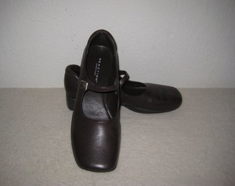 Vintage Kenneth Cole shoes size 7.5 brown Mary Janes