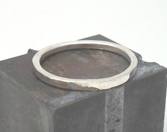 Single Hammered Sterling Silver Ring - Faceted Shiny Finish - 14x1