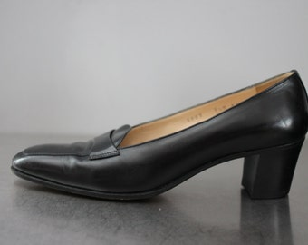Gravati Neiman-Marcus pumps black 1980's hand made in Italy work dressy occasion heels smooth leather professional short heel size 7-1/2 M