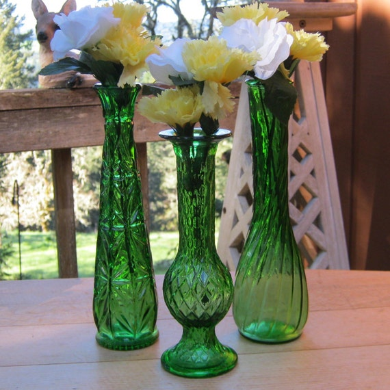 Decorating With Emerald Green: Trio Of Emerald Green Bud Vases Wedding Decor Table