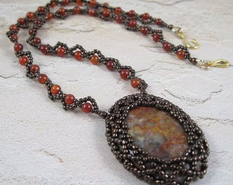 Red Orange Brown Necklace - Beadwoven Agate Stone