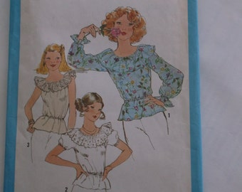 Simplicity 8390,  Misses' Pullover Blouse, Miss Size 10, Bust 32 1/2""