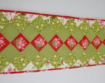 Quilted Table Runner, Quilted Table Topper, Table Quilt, Cottage Chic Table Runner, Floral Table Runner, Red Roses, Dresser Scarf
