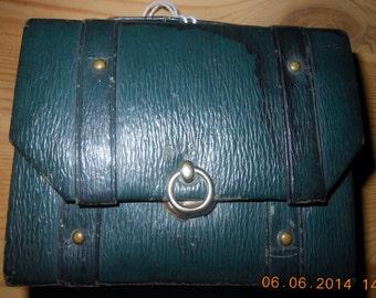ENGLISH Valise Sewing Set  / Needle case  ....c  1920