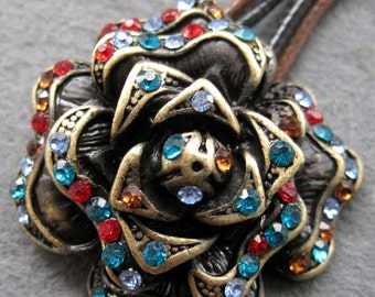Rhinstone Inlaid Metal Flower Pendant Necklace 35mm x 35mm  T2102