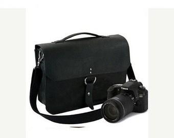 "14"" Black Newport Midtown Leather Camera Bag"
