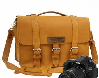 """14"""" Grizzly Sonoma Buckhorn Leather Camera Bag"""