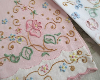 PINK &  WHITE Set Bundle 2 Vintage Linen Guest  Towels Embroidered Floral Cutwork  S39