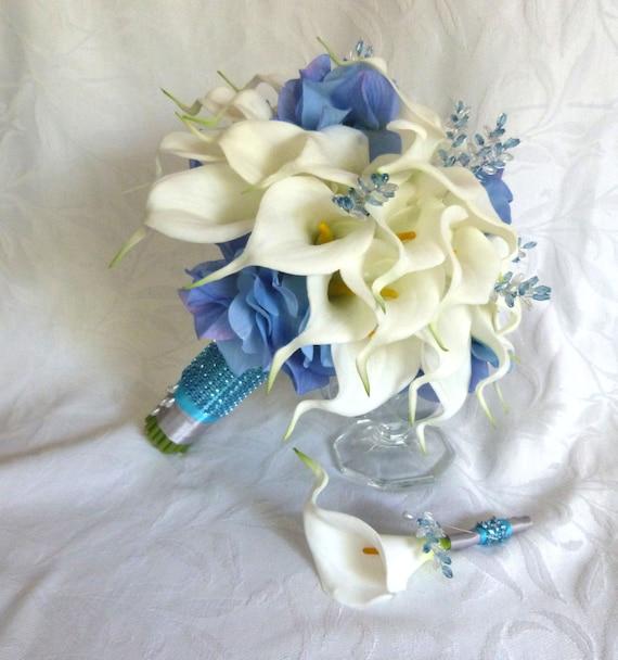 Häufig Blanc Calla lily avec bouquet de mariage bleu hortensia Real PJ67