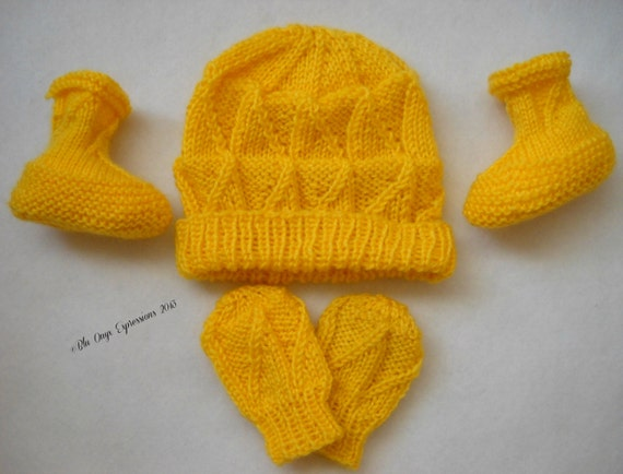 Knitting Patterns For Scratch Mittens : Items similar to Triangle Blocks Baby Hat, Scratch Mitts and Booties Set (Six...
