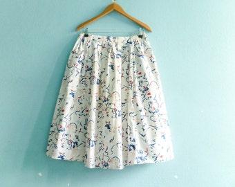 Vintage Nautical Sailor Skirt / White Blue Red / Abstract Graphic / High Waist / Midi / medium