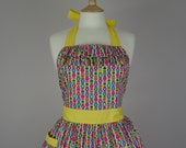 Retro apron with ruffles, vintage style multicoloured pattern on a white fabric, fully lined.