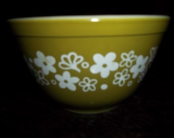 Spring Blossom AKA Crazy Daisy 401 Vintage Pyrex Nesting Mixing Bowl 1.5Pint