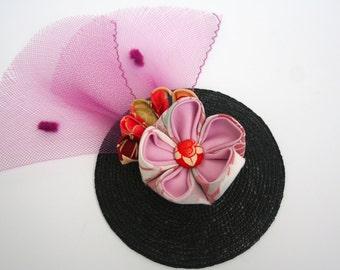 Black and pink fan fascinator