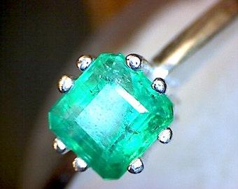 Beautiful Colombian Emerald Ring