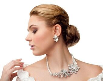 Wedding pearls earrings.  Wedding earrings.  Simple pearl stud earrings. Bridal earrings. Stud pearls. Bridal pearls. Bridesmaid gift.