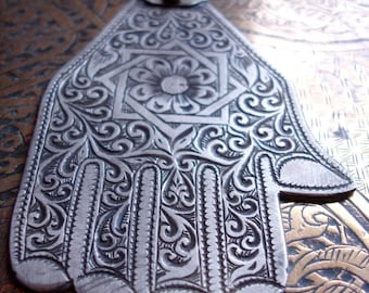 Moroccan hand engraved Hand  pendant with eight point star