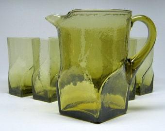 unusual MORGANTOWN SWIRL mid-century modern pitcher with 6 glasses square base twist