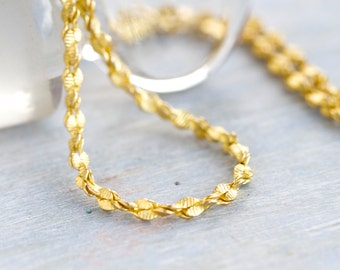 Short Golden Toned Necklace - Eighties Twisted Elegance