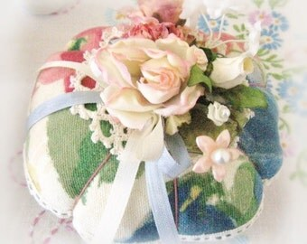 Pincushion Handmade Pin Keeper FLORAL Decorator Fabric Handcrafted CharlotteStyle Needlecraft