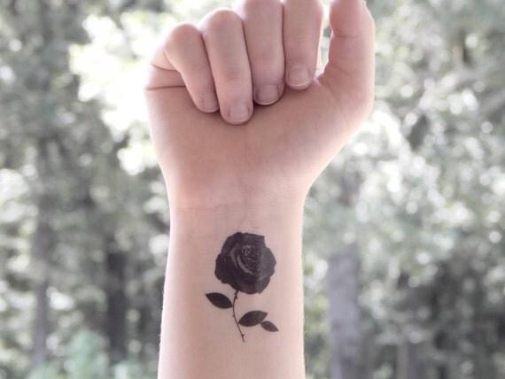 tempor re tattoo rose rose tattoo blumen tattoo blumen. Black Bedroom Furniture Sets. Home Design Ideas