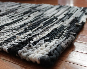 Rag Rug Black Gray Upcycled T Shirts White Creamy Ivory Charcoal Grey Retro Modern Classic Kitchen Rectangle 26x36 --US Shipping Included