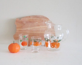 Retro 1960s Juice Pitcher with Ice Lip Guard