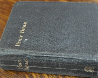 antique 1922 presented holy bible