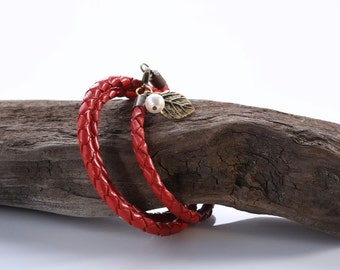 "Leather woven Bracelet ""Delicate Leave"""