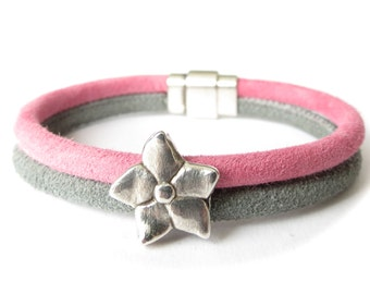 ON SALE -30% Pink & grey suede bracelet with flower charm and magnetic closure, double strand leather bracelet for women, gift for mom
