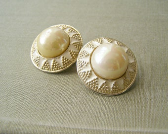 60s Enamel Clip Earrings, Retro Pearl Earrings, Mid Century Modern, Mad Men Inspired, Mothers day gift, Retro Bridal, Evening Mod Jewelry