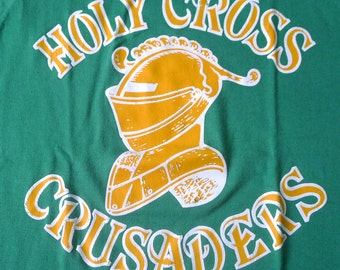 Vintage 80s Holy Cross Crusaders College Sports Team Green Ringer T-Shirt