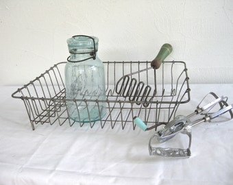 Retro 30s, 40s, 50s kitchenware collection ~ Mothers little helpers