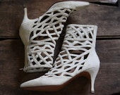 designer collection / 90's ivory suede Ombellne gladiator booties / size 5 6
