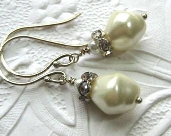 White Pearl Earrings, Pearl Bridal Earrings with Rhinestones, Wedding earrings