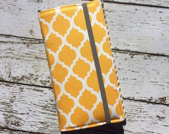 Samsung Galaxy Note, Galaxy Plus,, iPhone Plus wallet with removable gel case - yellow quatrefoil