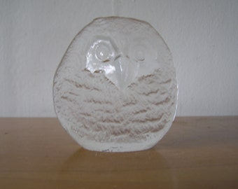 Swedish Modern Vintage Owl Crystal Figurine or Paperweight by Mats Jonasson
