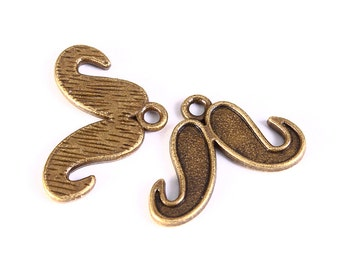 Mustache charm in antique brass color - Mustache pendant - 15mm x 22mm (1250) - Flat rate shipping