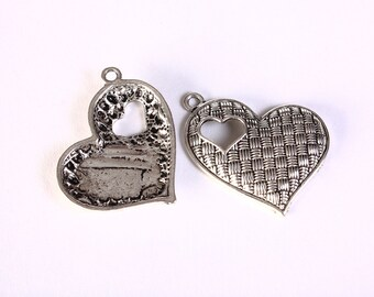 Antique silver textured heart charm - Textured heart pendant - 30mm x 24mm - 4 pieces (1417) - Flat rate shipping